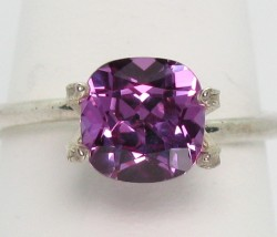 7mm Purple-Pink color changing Sapphire cushion
